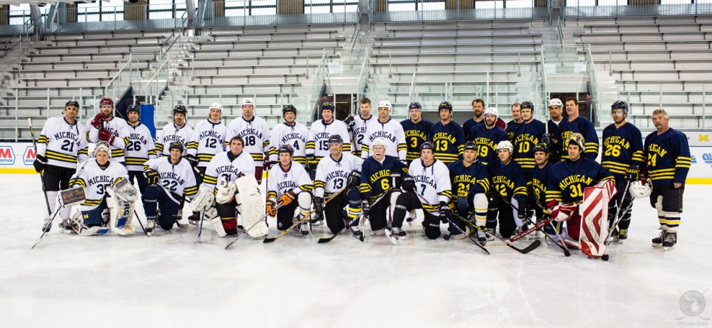 Last year's alumni game group photo. (Photo by Andrew Knapik/MiHockey)